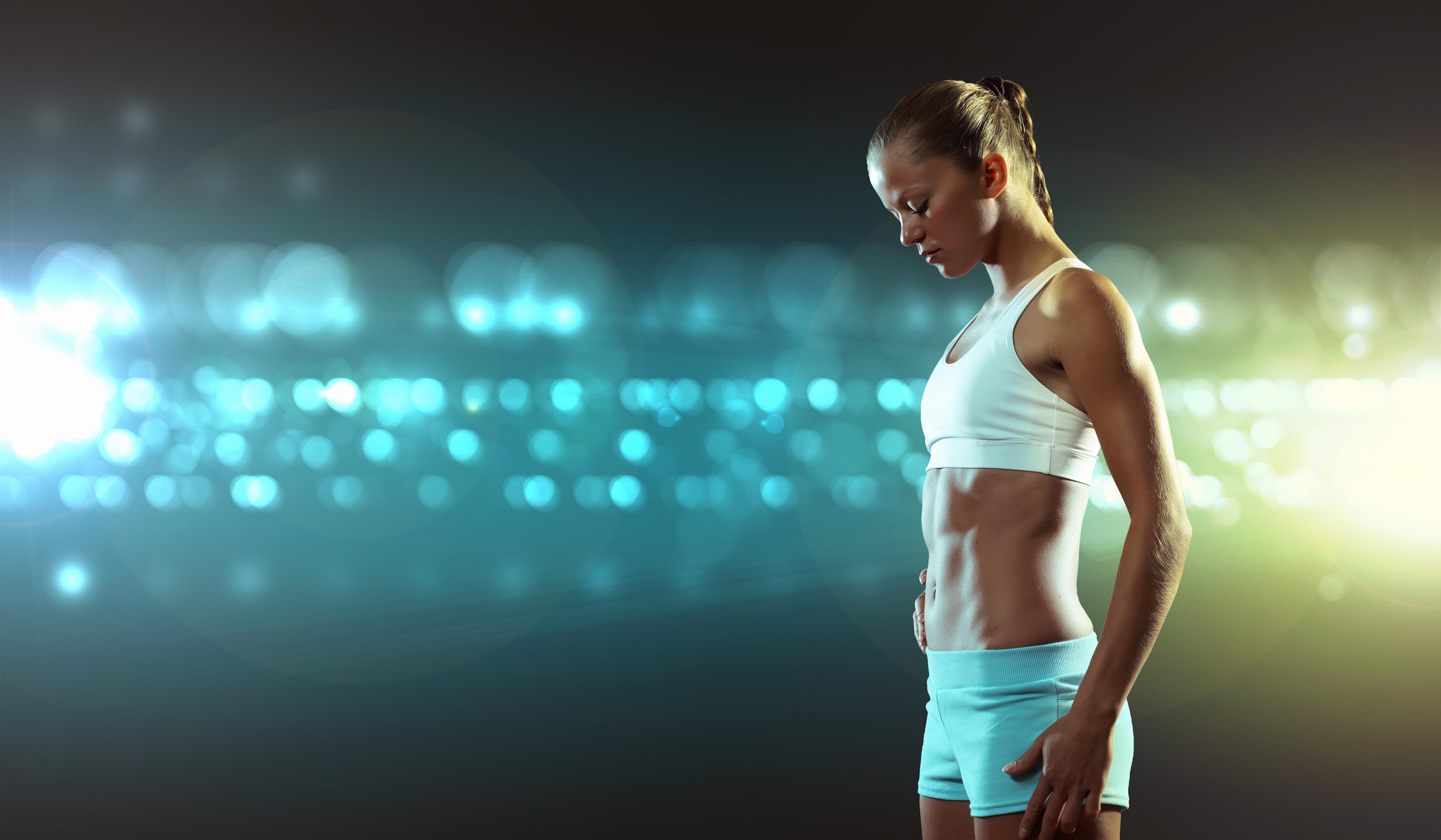 Kellie Davis hip thrusts nearly 3x her body weight!