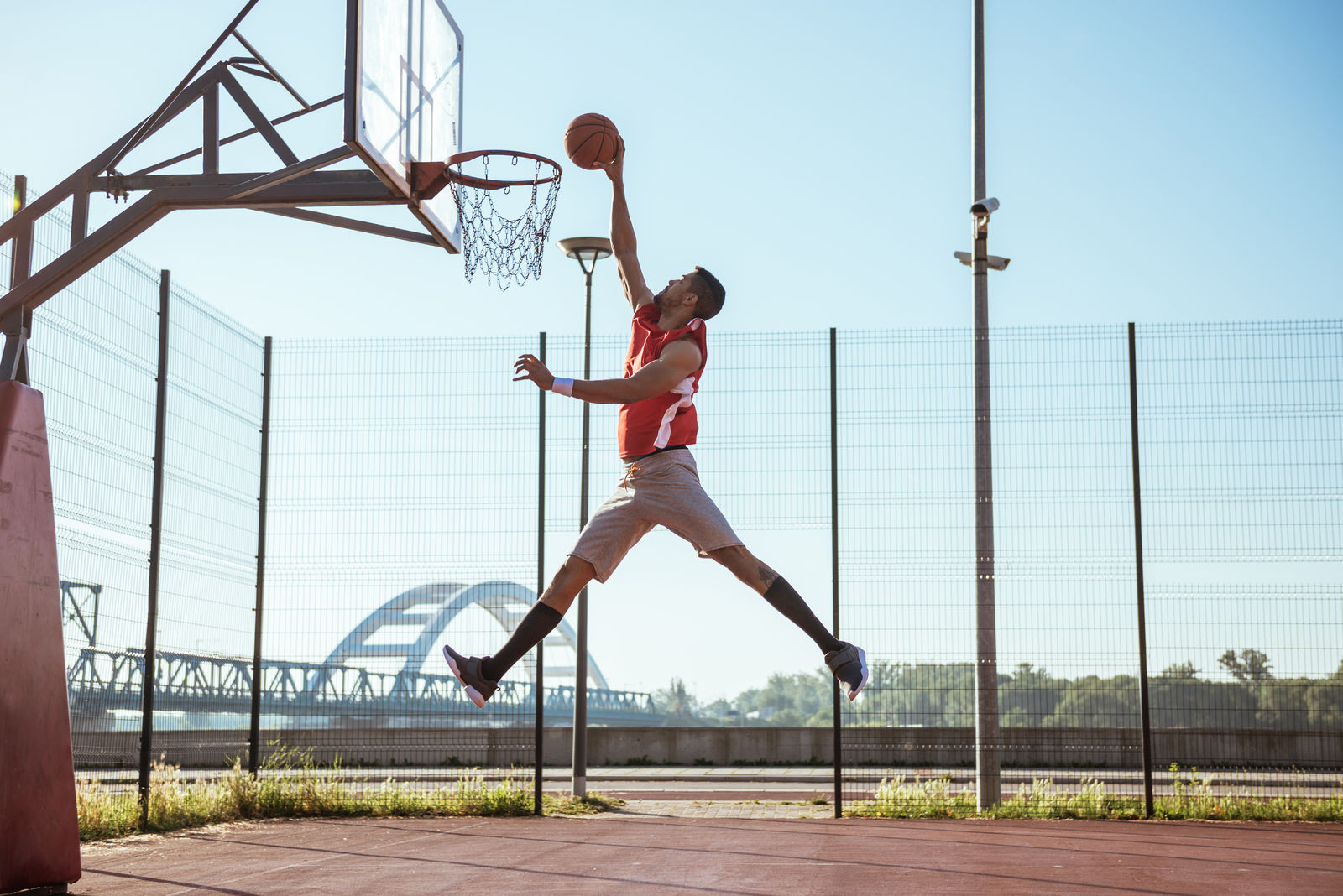 Watch this player slam dunk 15 times in one minute!