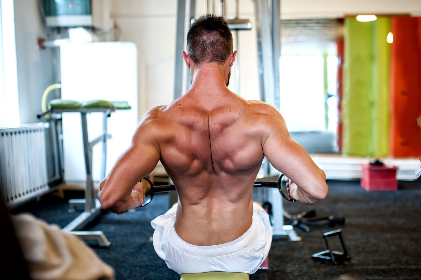 4 Best Workouts for Bigger Lats (Demo Videos)